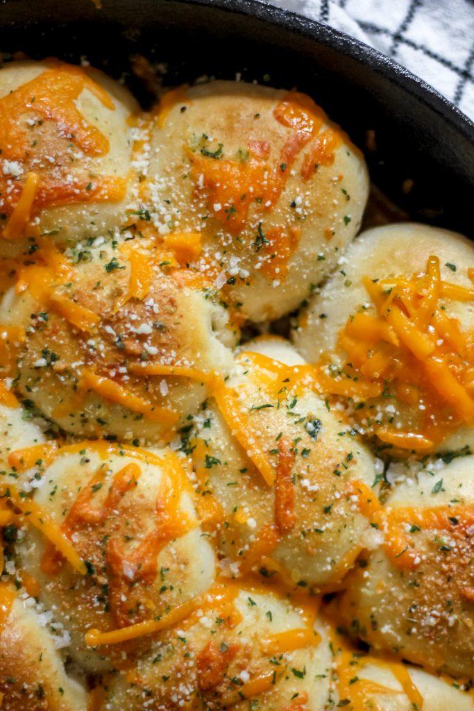 Cheesy Garlic Butter Stuffed Pull-Apart Bread overhead shot in cast iron skillet